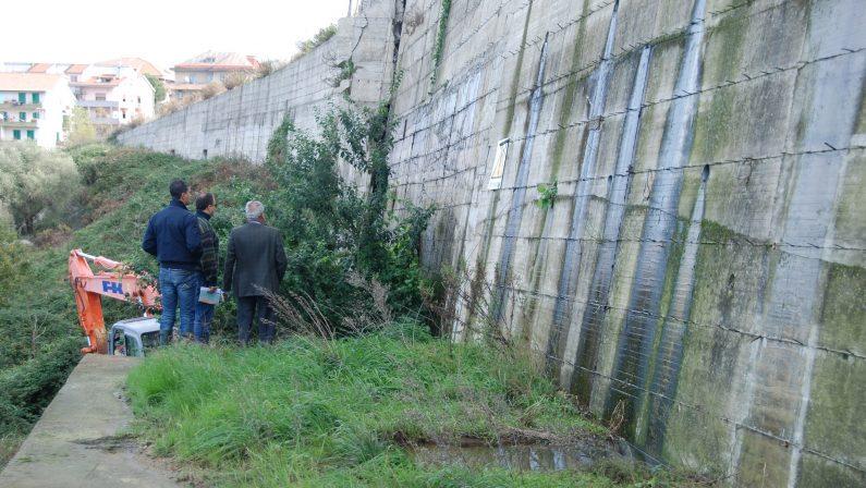 Sequestrato quartiere abusivo a Vibo, 13 indagatiLe foto dell'area interessata da frane e smottamenti