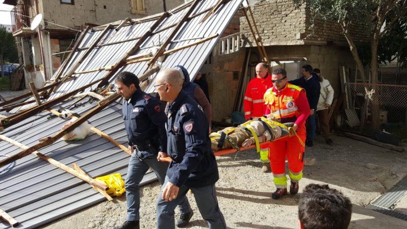 Calabria flagellata dal vento, si contano i danniA Reggio Calabria chiuse le scuole e l'università