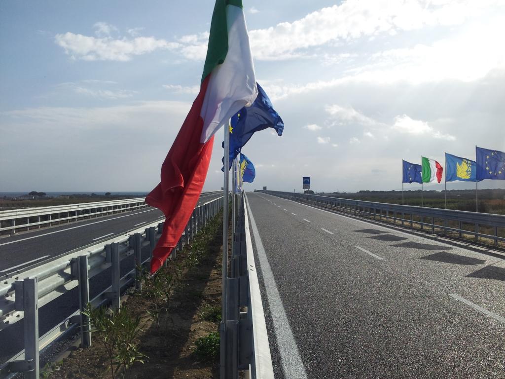 La 'ndrangheta tenta di inserirsi nei lavori per la 106  Imprenditore denuncia, tre fermi nel Cosentino