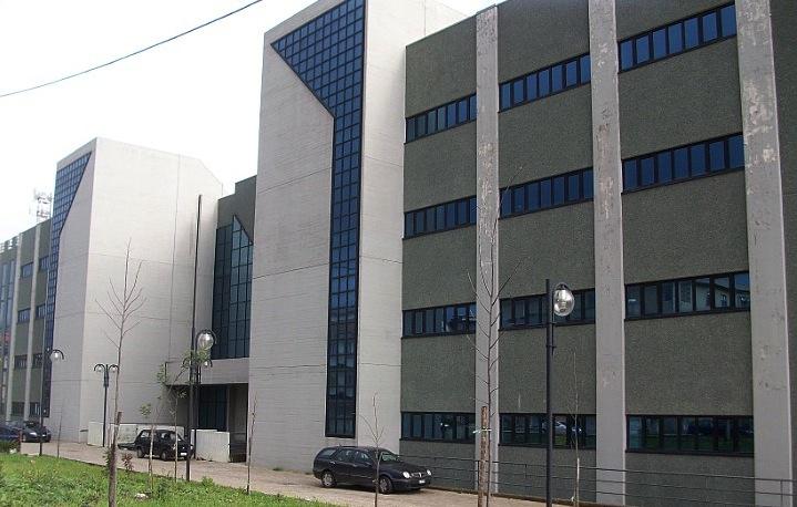 Girava armato di coltello nel tribunale di ViboNotato e bloccato dai carabinieri, denunciato