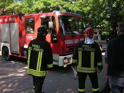 Esplosione in una officina del ViboneseFerito il proprietario, danni alla struttura