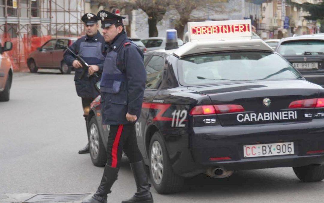 «Portami i soldi o ti sotterro sotto un piede d'ulivo»  Tre arresti dei carabinieri per estorsione a Lamezia Terme
