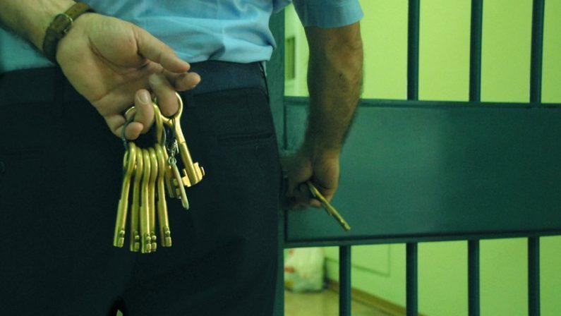 Arrestato agente di polizia penitenziaria con mezzo chilo di cocaina