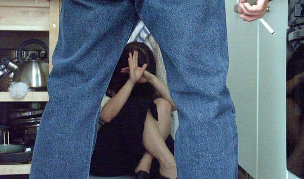 Ripetute violenze contro moglie e figli nel CosentinoUno dei ragazzi è riuscito a chiedere aiuto, arrestato