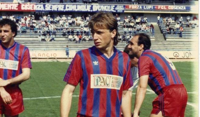 Riesumata la salma dell'ex calciatore del CosenzaVia a nuove indagini per la morte di Denis Bergamini