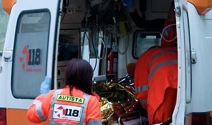 Due auto si ribaltano in autostrada nel RegginoQuattro giovani feriti, grave una ragazza di 22 anni