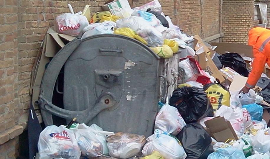 Calabria invasa dalla spazzatura e dalle polemiche Tra lavori e scelte sbagliate ecco cosa accade
