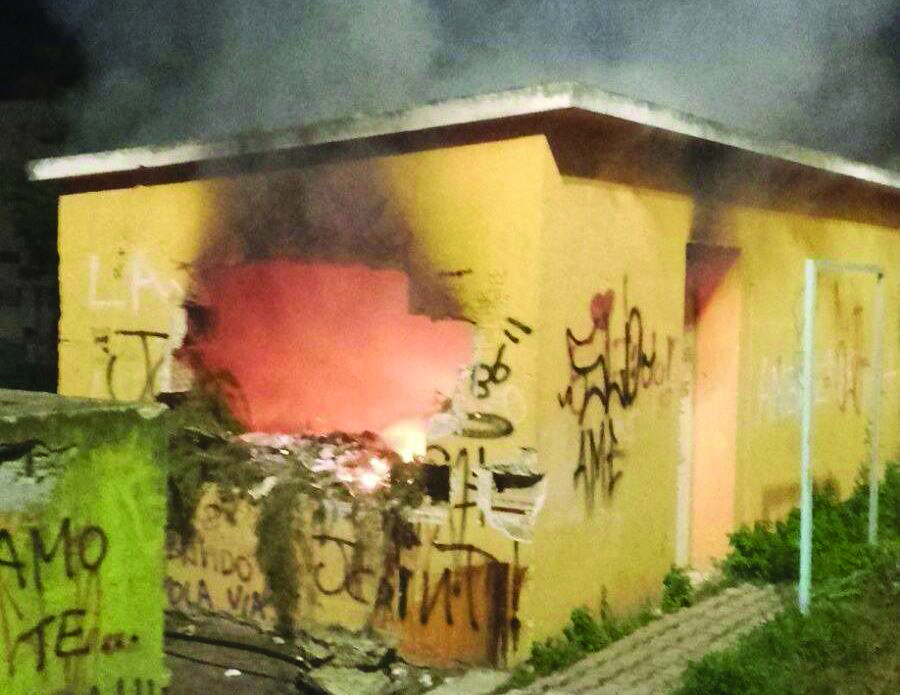 Incendiato lo spogliatoio nella villetta comunale del Crotonese