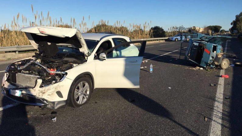 Strada killer nel Vibonese, avvallamento provocaincidente: morto un quarantenne, 2 giovani feriti
