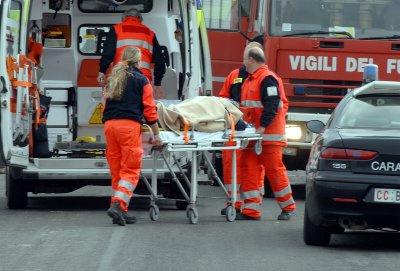 Incidente sulla statale 107, cinque persone feriteCoinvolte quattro autovetture e strada chiusa