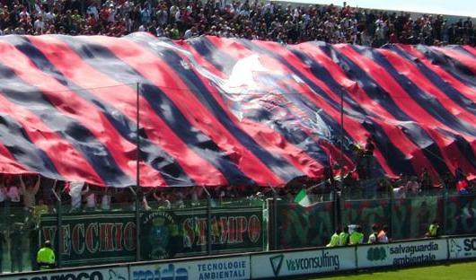 Serie B, il Crotone sconfitto a Trapani  lascia la vetta della classifica al Cagliari