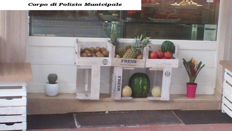 Blitz in esercizi commerciali: sequestrati 50 Kg di frutta