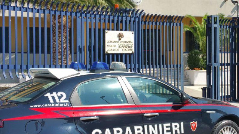 Pregiudicati rapinano autotrasportatore: due arresti