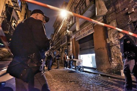 """Droga e detenzione di armi da guerra, sgominata l'asse de """"la paranza dei bimbi"""": 20 arresti a Napoli"""