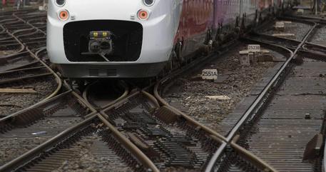 Napoli, ragazza di 20 anni muore investita da un treno mentre attraversava i binari