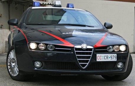 Minaccia di uccidere una ragazza con forbici e coltelloArrestato un uomo dai carabinieri a Gioiosa Ionica