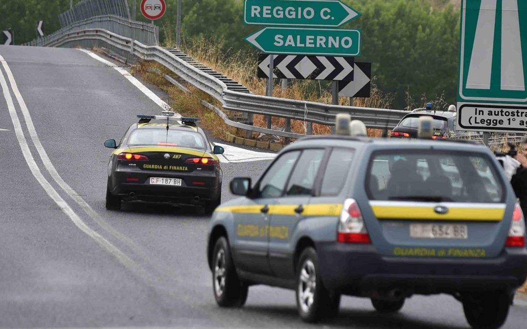 Tratto autostrada sequestrata tra Mileto e Rosarno  Truffa e danni al fiume Mesima, 21 indagati