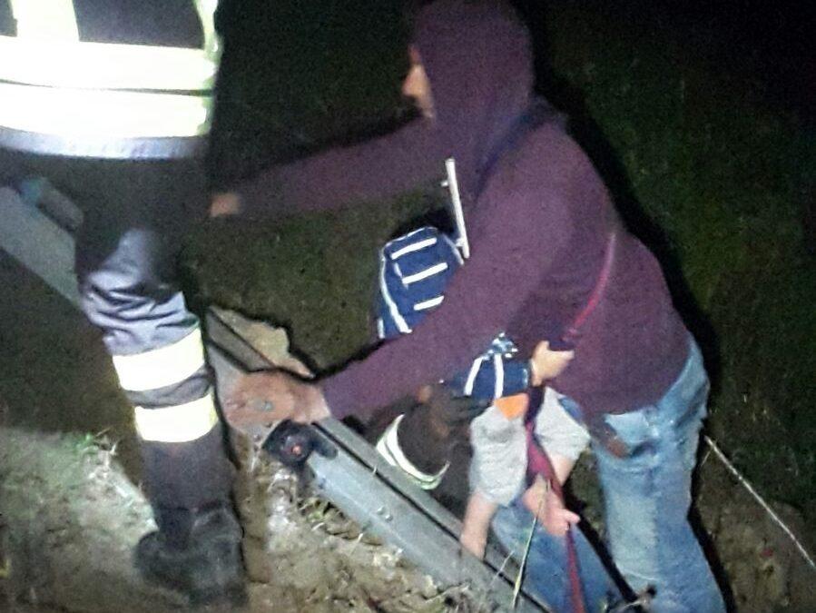 Sbarco di immigrati sugli scogli nel Crotonese Vigili del fuoco salvano 30 persone, 8 sono bimbi