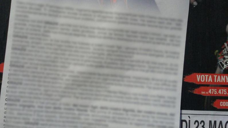 """""""Vescovo vattene"""": manifesti contro monsignor Milito apparsi in diversi paesi del Reggino"""