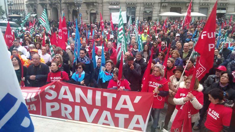 Protestano i lavoratoridel pubblico impiegoSindacati a Catanzaro: «La politica ci ascolti»