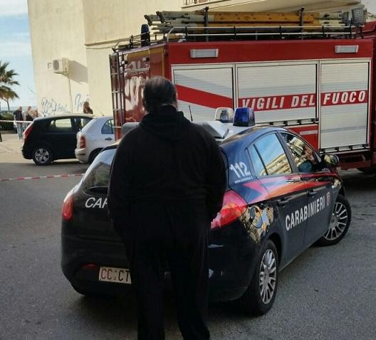Bombola piena di gas davanti al palazzo comunaleIntimidazione nel Cosentino, avviate le indagini