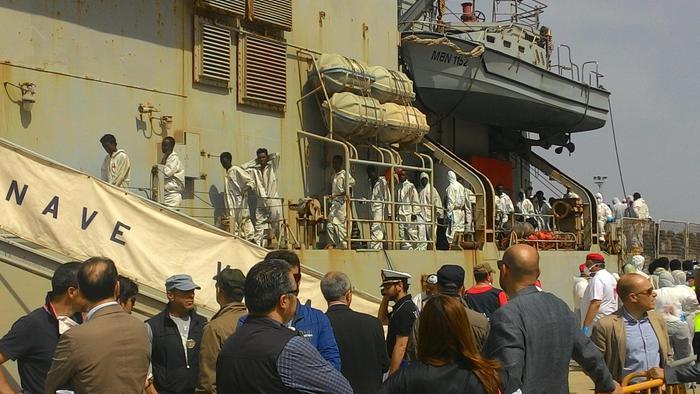 Strage di migranti in mare, a Reggio Calabriafermati i due scafisti. Molti bimbi tra le vittime
