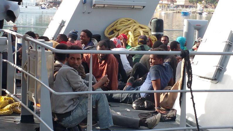 FOTO - Nuovo sbarco in Calabriaa Vibo arrivano oltre 200 migranti
