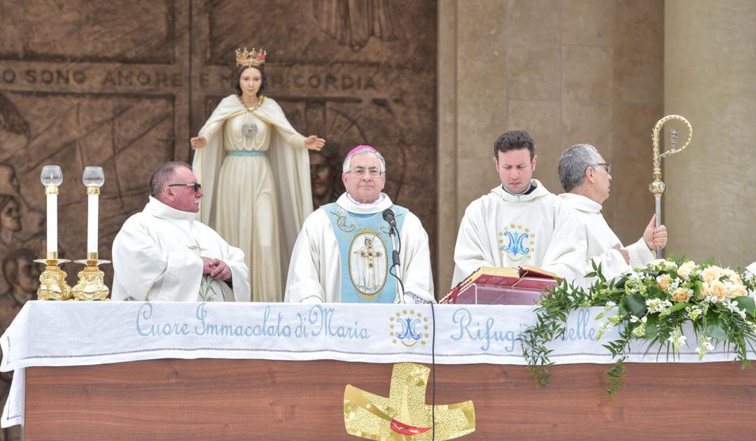 Il vescovo di Mileto-Nicotera-Tropea, Luigi Renzo durante una celebrazione alla Fondazione