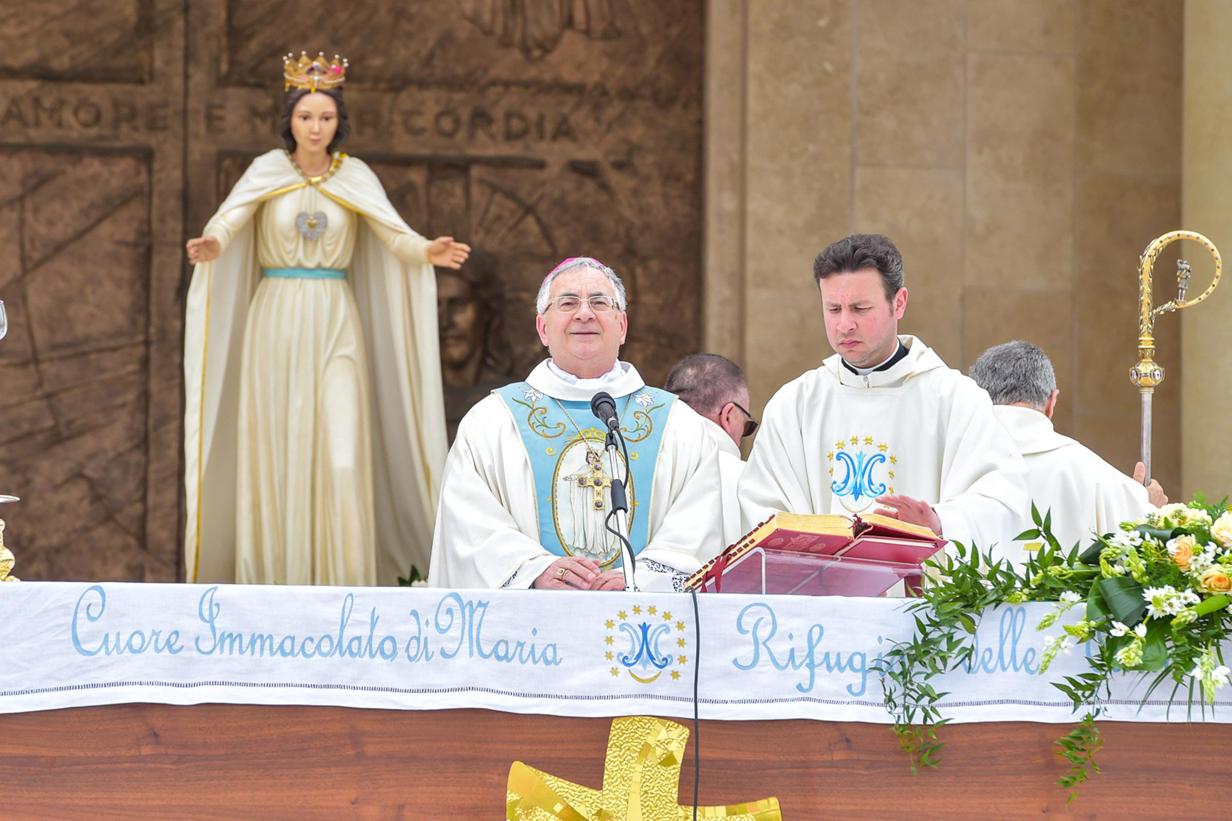 """Soppressione Fondazione Natuzza, il clero è con il vescovo  Appoggiata con """"piena unità di intenti"""" la decisione di Renzo"""