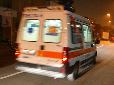 Auto contro muro nel napoletano, un morto e due feriti