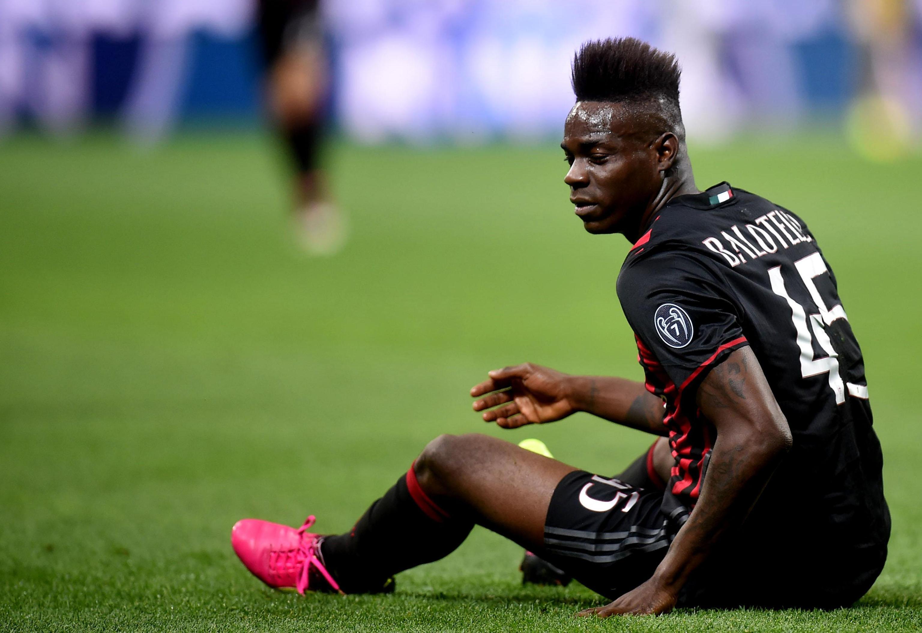 Napoli, il calciatore Balotelli denunziato per istigazione a delinquere ed esercizio di gioco d'azzardo