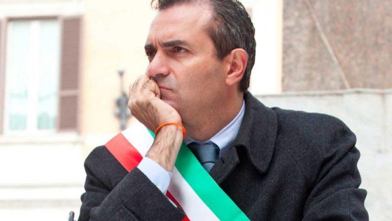Luigi De Magistris, sindaco del Rione Illegalità nella Napoli autogestita