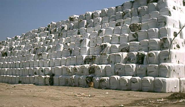 Rifiuti, in arrivo in Calabria 81mila tonnellate di ecoballe e il Movimento Cinquestelle accende la polemica