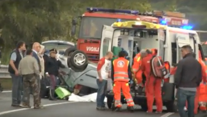 Un morto e due feriti in un incidente stradale in provincia di Cosenza