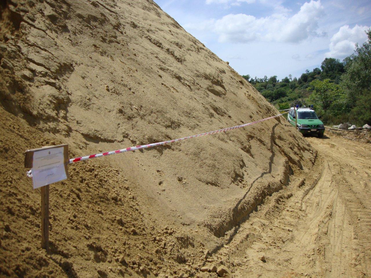 Sbancamento abusivo per realizzare una cavaSequestrata area nel Cosentino, due denunce