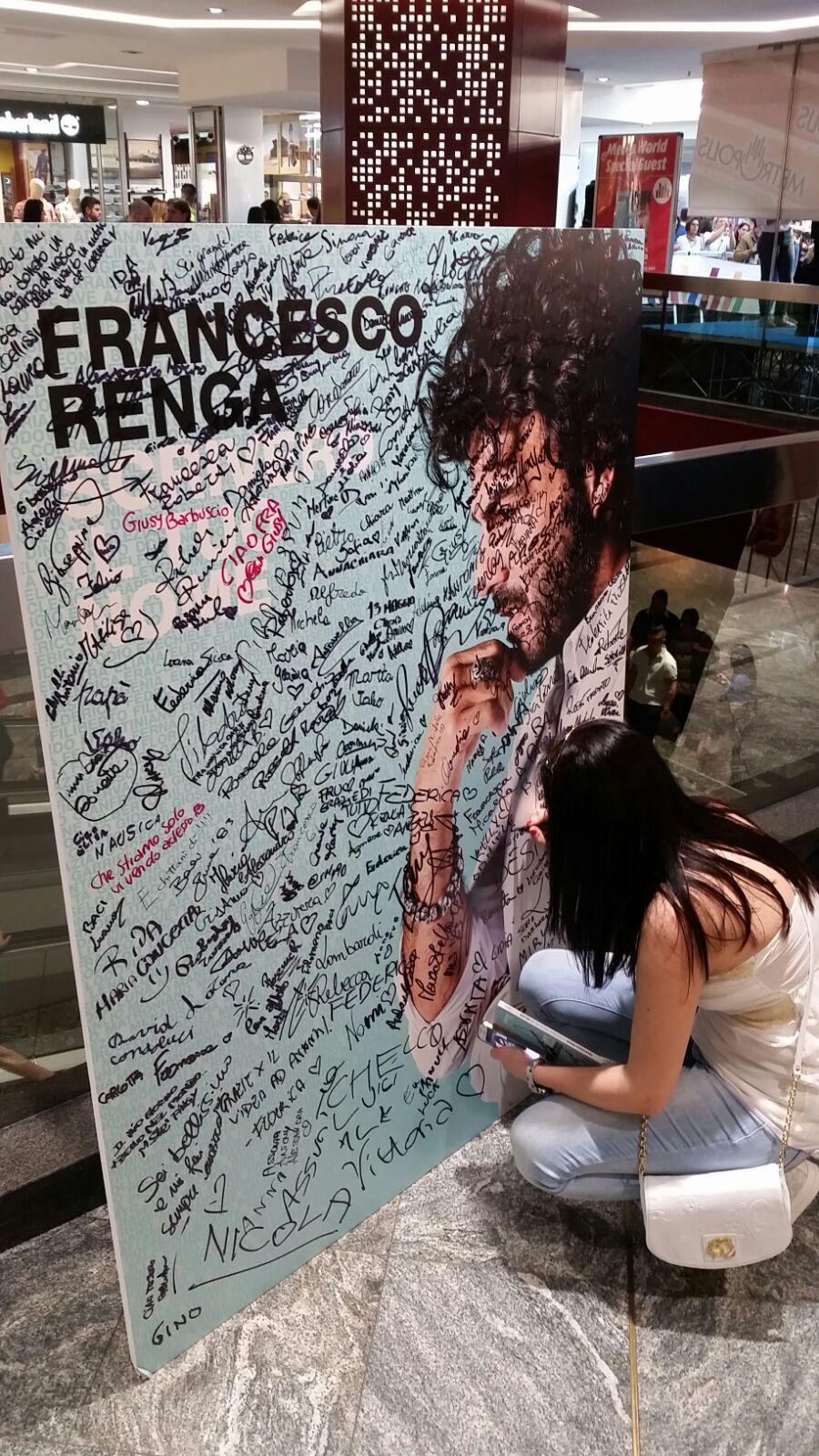 VIDEO - Francesco Renga tra i suoi fan a Rende