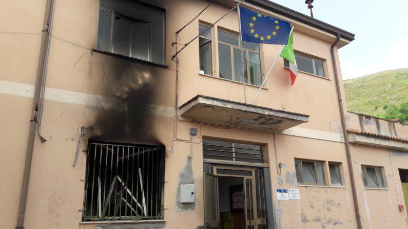 Incendio nei locali della scuola elementare e maternaMalviventi in azione nel Vibonese, danni ingenti