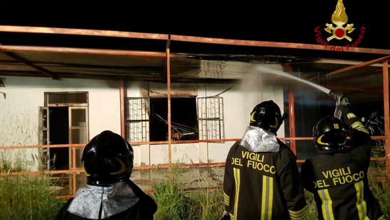 Incendiata un'abitazione in provincia di CosenzaIndagini su movente per dissidi familiare