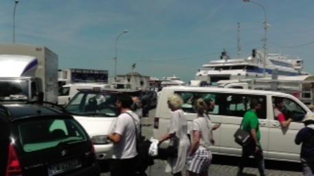 Troppo traffico a Capri, è scontro tra i sindaci