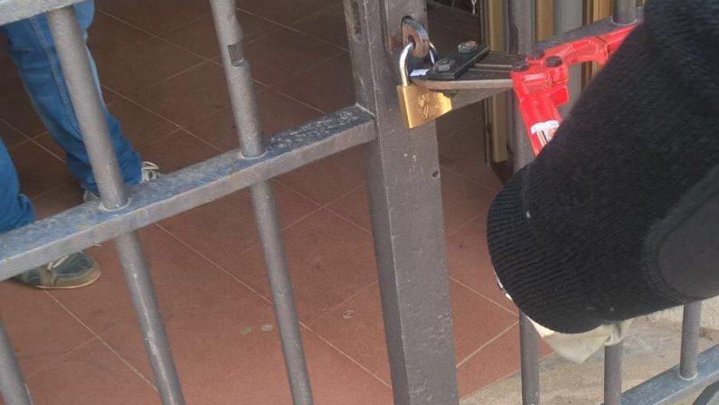 Arena, tre extracomunitari sequestrano addetti del centro SprarI carabinieri liberano il personale e arrestano i tre nigeriani