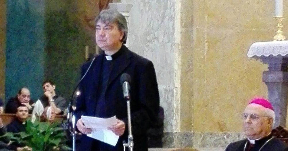 Il vescovo Domenico Battaglia