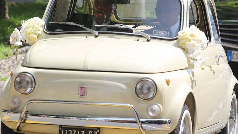 Si sposa ex calciatore Inter e Barcellona, Eto'oIn chiesa con una Fiat 500 targata Catanzaro
