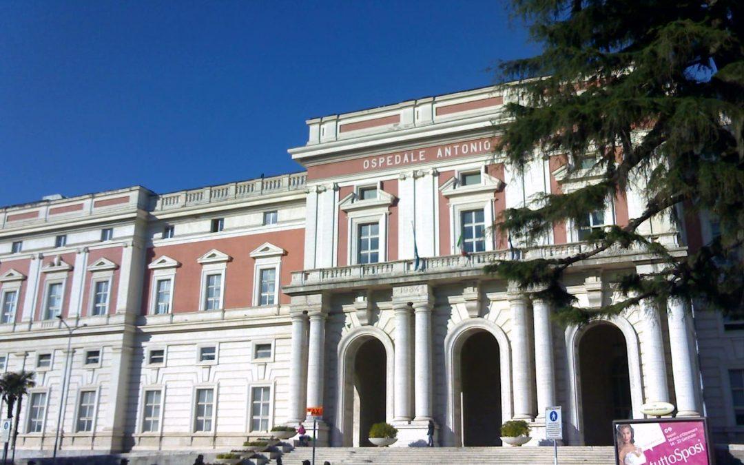 Ospedale Cardarelli, giunge iicodice rosso, trovato cadavere vicino al bagno
