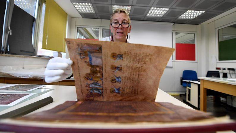 Copia in facsimile del Codex Purpureus RossanensisPresentata a Rossano: in dono a Papa e Mattarella