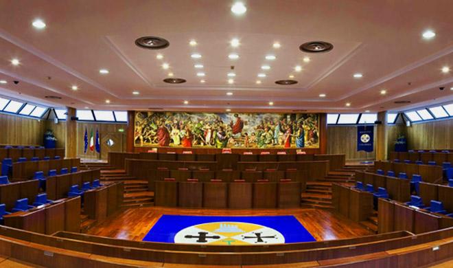 Regione Calabria, i consiglieri si regalano l'indennità di fine mandato: versando 3.060 euro ne ricevono 25mila