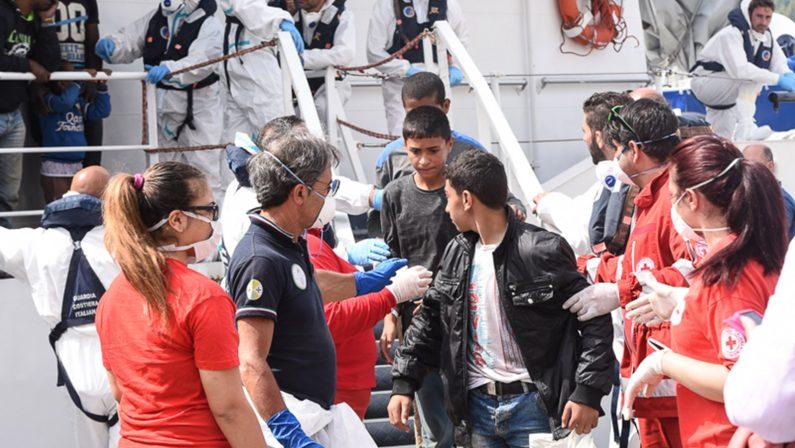 Nuovo sbarco di migranti a Vibo MarinaTra i profughi una donna incinta ed un cadavere