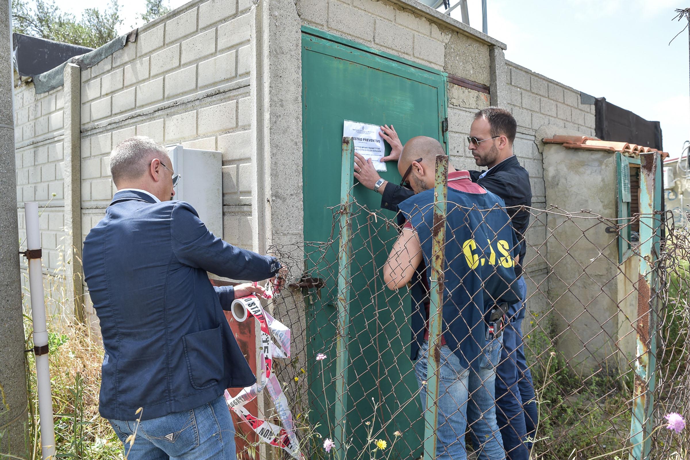 Antenne televisive sequestrate a Vibo Valentia: partono tre avvisi di garanzia, uno anche per Mediaset