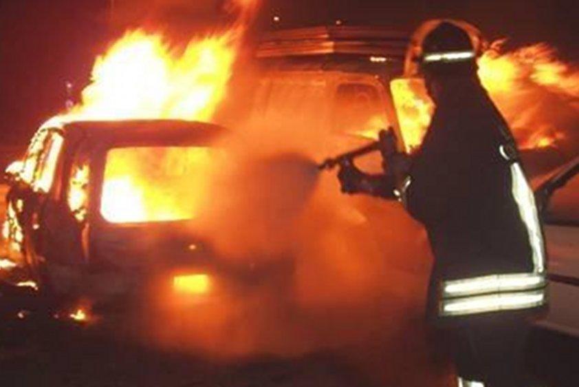 Incendiati nove automezzi per la raccolta dei rifiutiAttentato contro una ditta nel Reggino, indagini