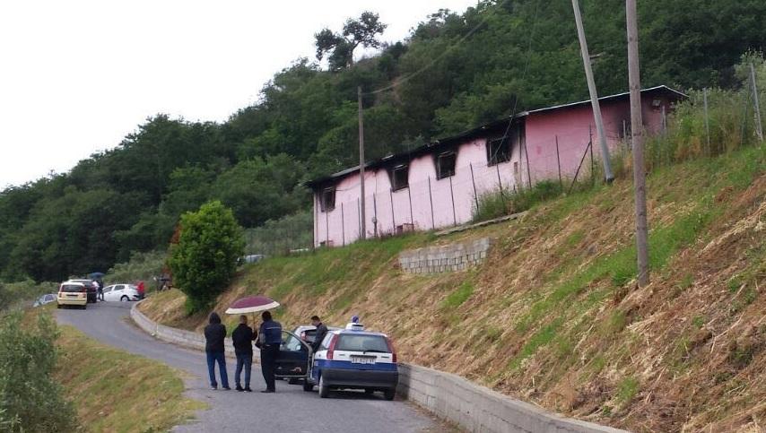 Incendio distrugge un'azienda nel CosentinoIl genero del titolare trovato carbonizzato