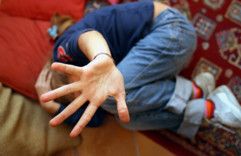 Maltrattamenti sui bambini, sospese due maestre  Indagini in una scuola del Catanzarese dopo denuncia